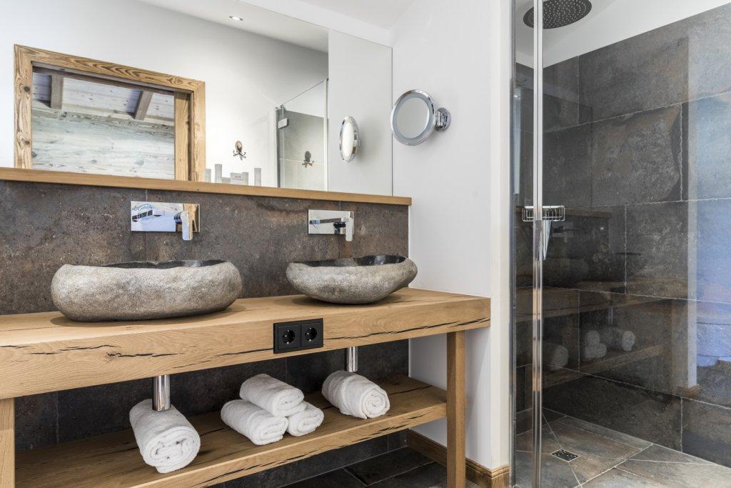 chalet dorf in bayern im chiemgau romantik hotel chalets gut steinbach. Black Bedroom Furniture Sets. Home Design Ideas